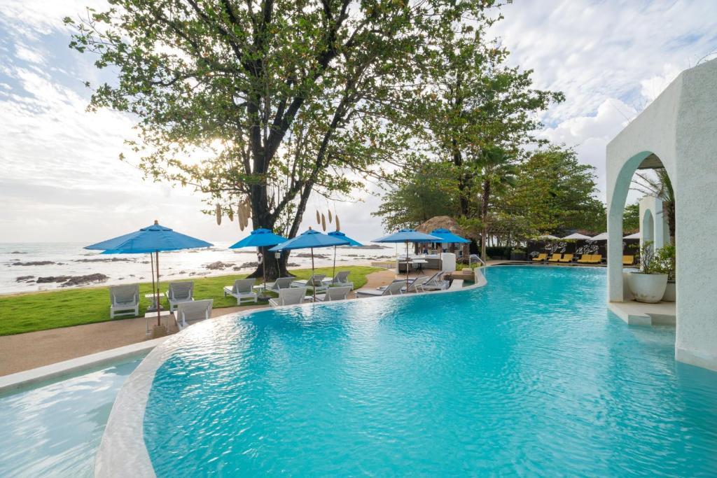 The swimming pool at or close to Ocean Breeze Resort Khaolak