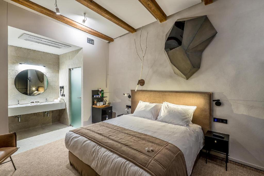 Cama o camas de una habitación en Artagonist Art Hotel