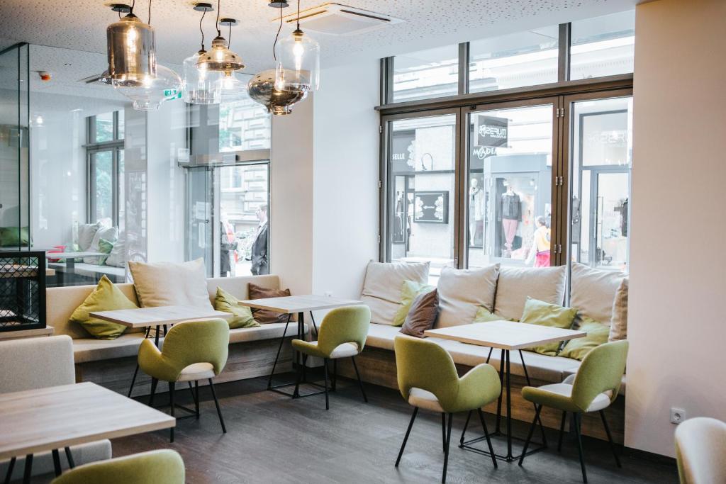 Ein Restaurant oder anderes Speiselokal in der Unterkunft Hotel Schwarzer Bär