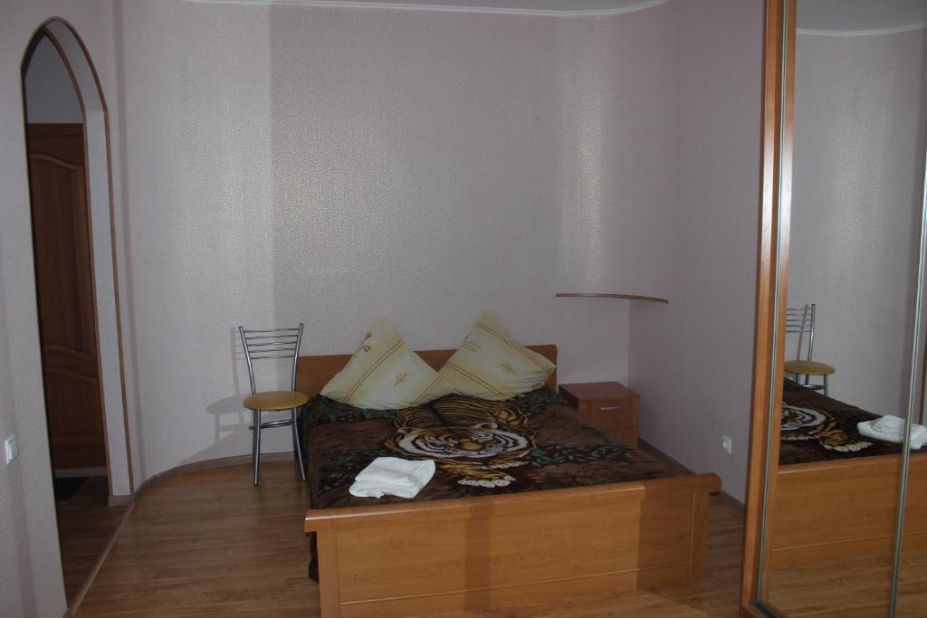 Кровать или кровати в номере Квартира в центре Новгородский 113