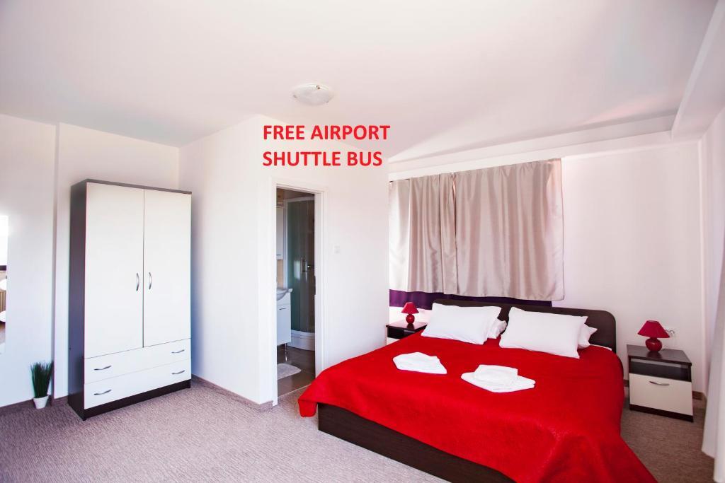 Łóżko lub łóżka w pokoju w obiekcie London Rooms Zagreb Airport