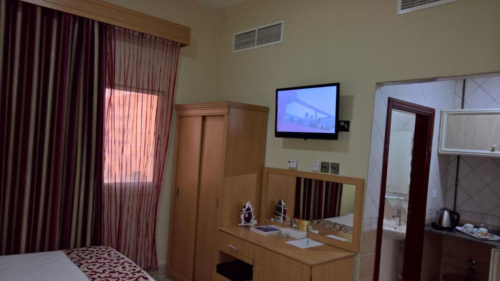 A television and/or entertainment center at Al Salam Inn Hotel Suites