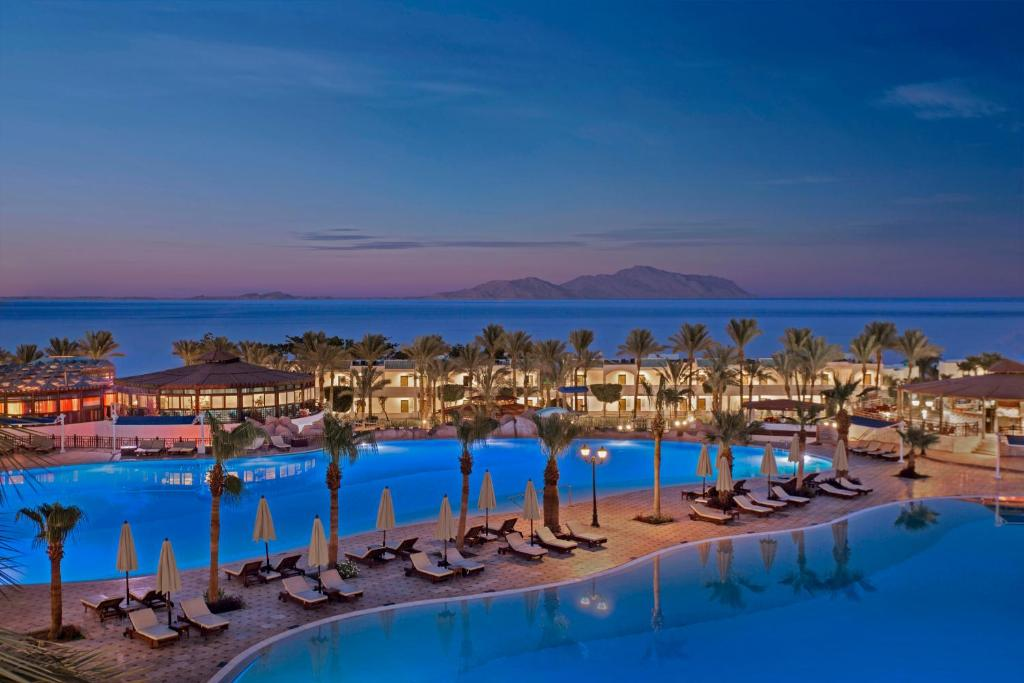 Vue sur la piscine de l'établissement Sultan Gardens Resort ou sur une piscine à proximité
