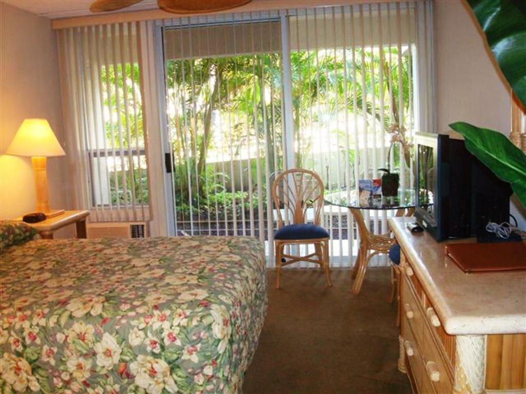 A television and/or entertainment centre at Maui Banyan Vacation Club