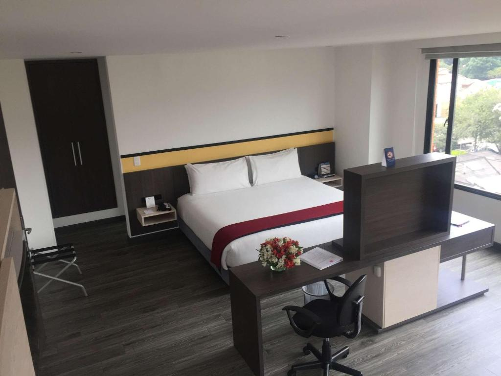 A bed or beds in a room at Best Western Calleja Suites