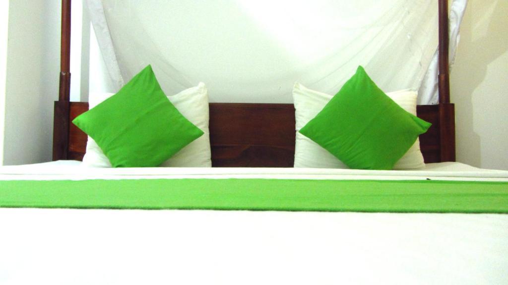 Llit o llits en una habitació de Ocean Voyage