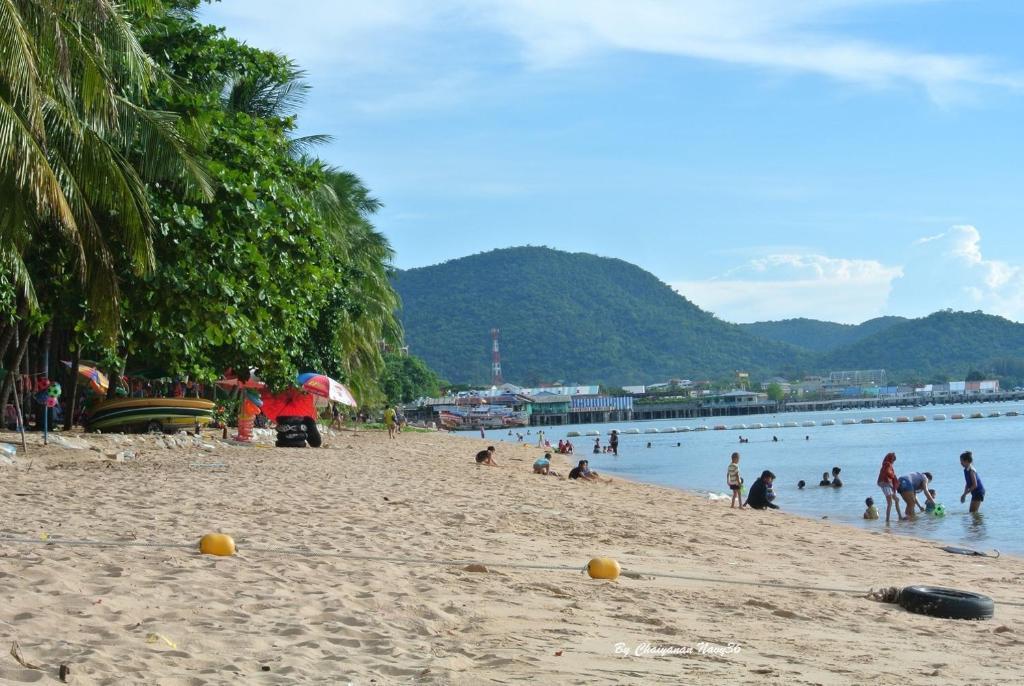 bang saray beach chonb - 1024×686