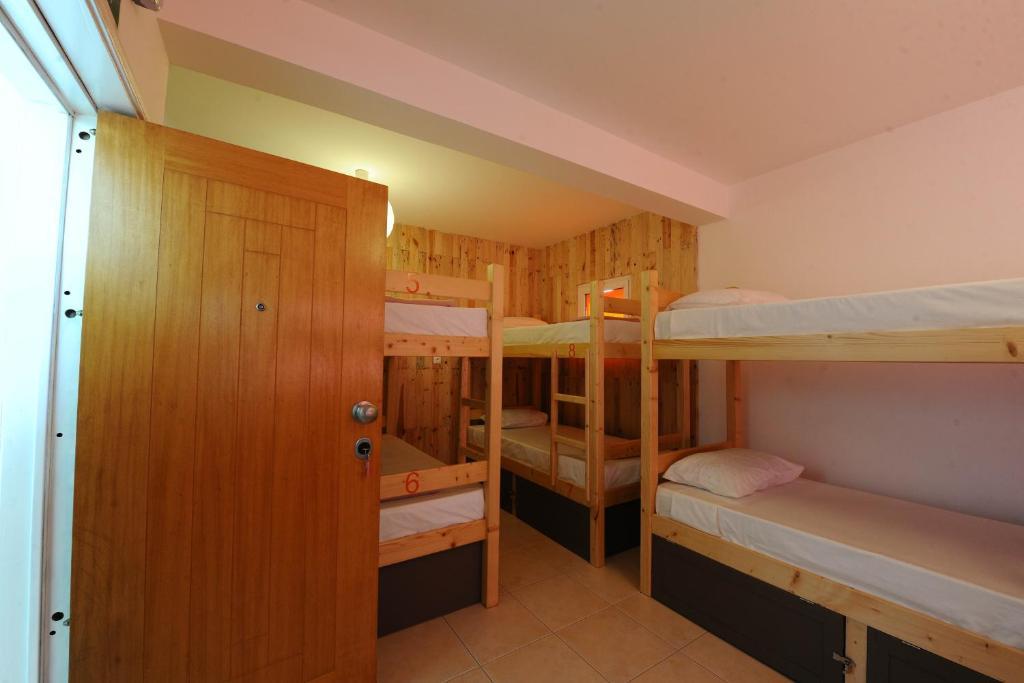 Een stapelbed of stapelbedden in een kamer bij Xamedu-Hotelaria,Lda