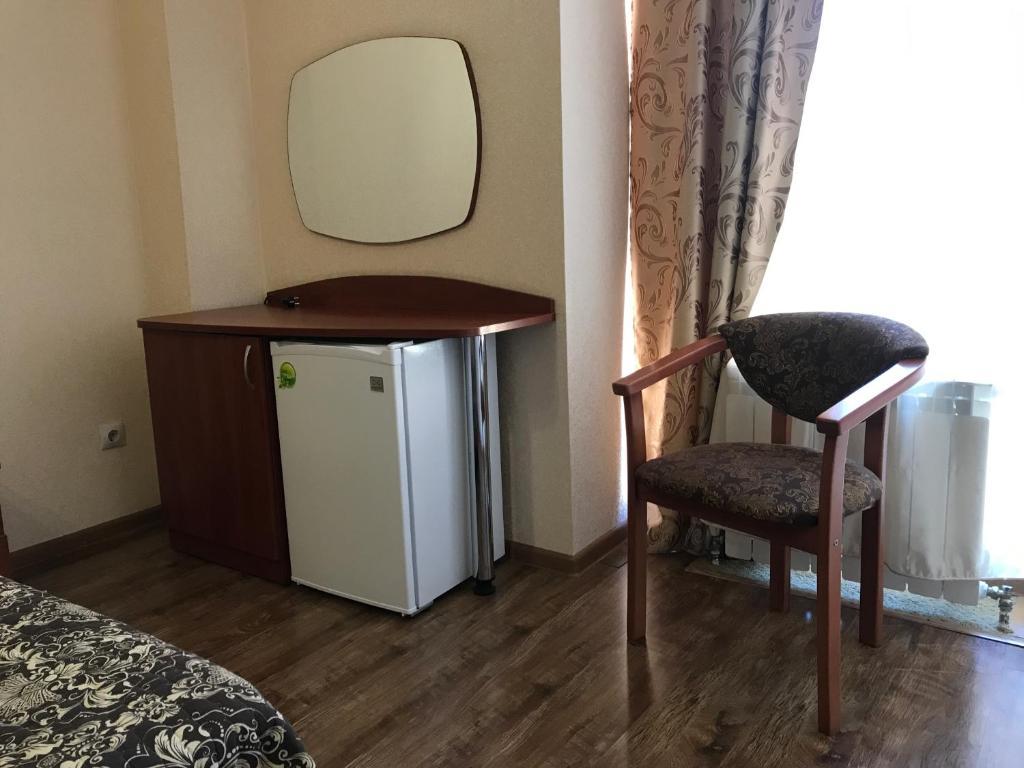 A kitchen or kitchenette at Leona Hotel