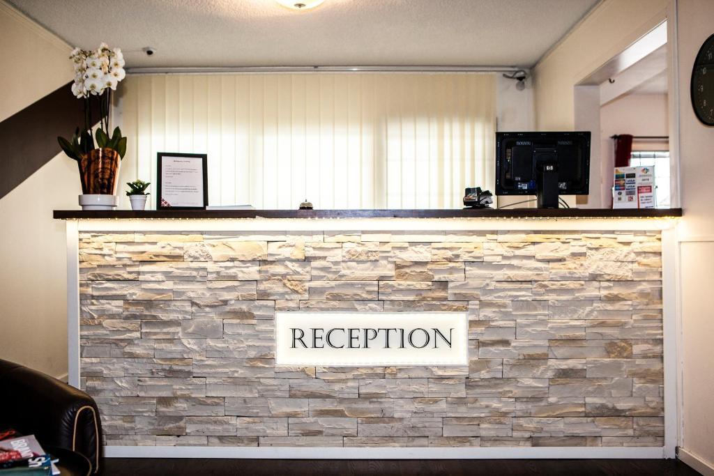 Vestibiulis arba registratūra apgyvendinimo įstaigoje Hotell Sundbyberg