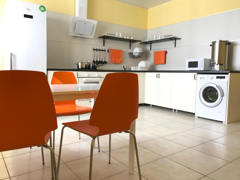 A kitchen or kitchenette at Hostel Uyutnyy Dom