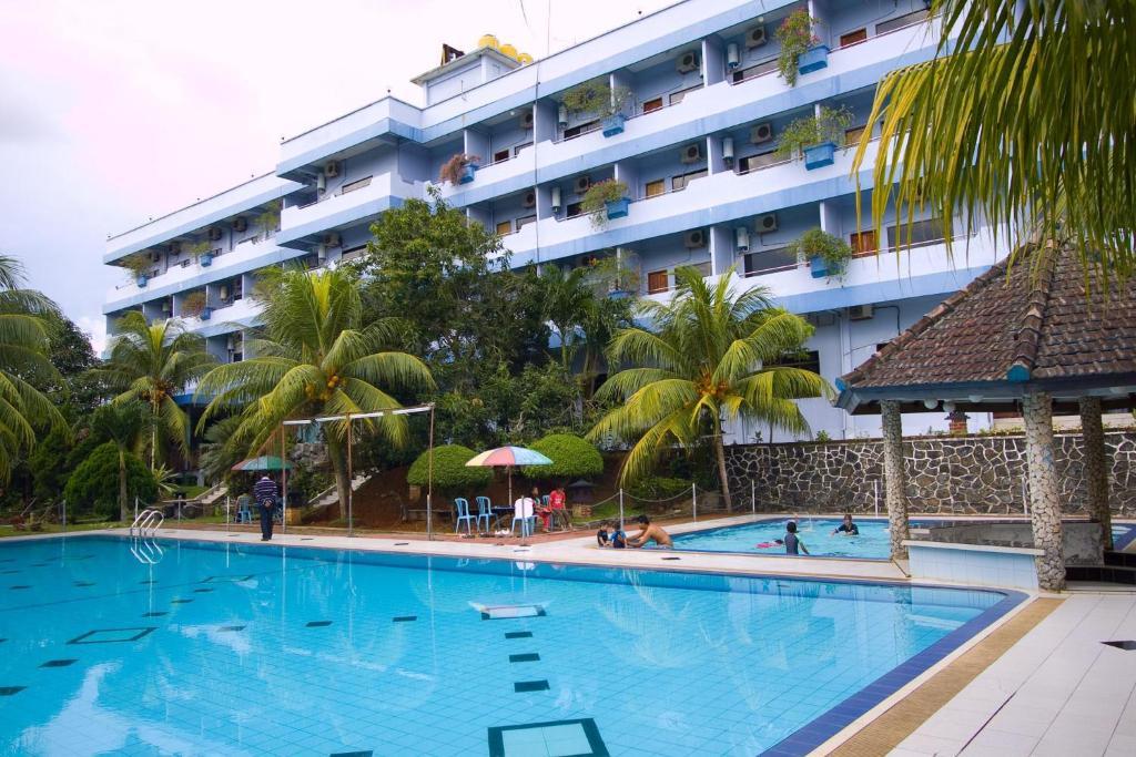Piscine de l'établissement Pelangi Hotel & Resort ou située à proximité