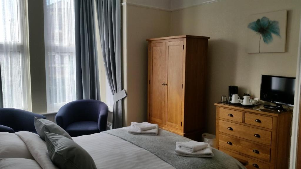 A bed or beds in a room at The Tennyson