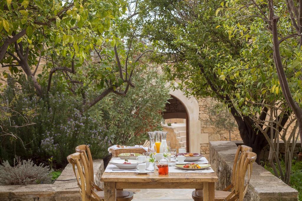 Restauracja lub miejsce do jedzenia w obiekcie Kapsaliana Village Hotel