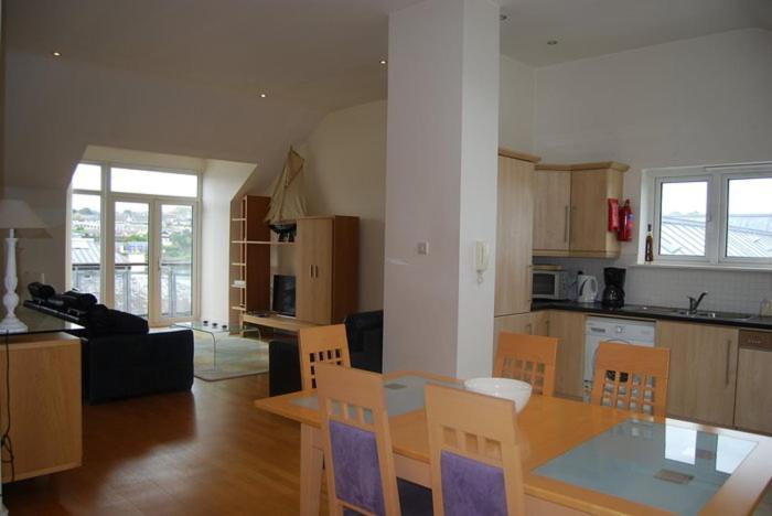 Dapur atau dapur kecil di Harbour View Apartment Kinsale