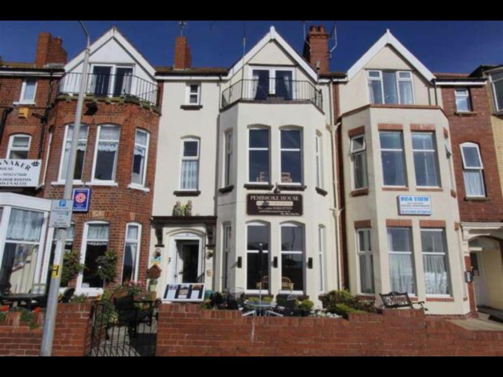 Pembroke House Apartments Bridlington Uk Booking Com