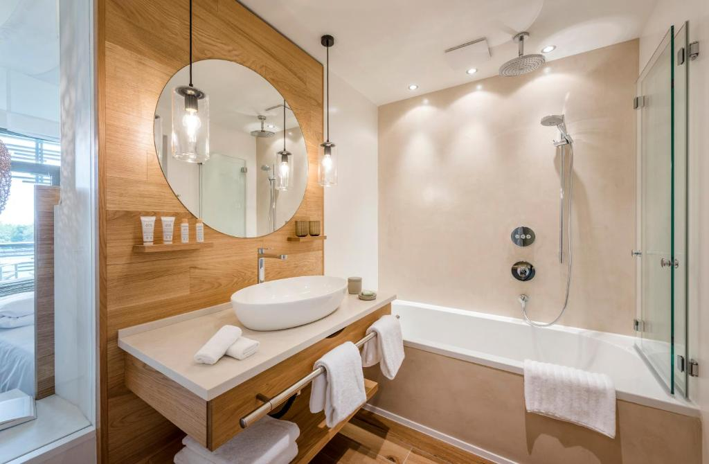 Seezeitlodge Hotel Spa Gonnesweiler Germany Booking Com