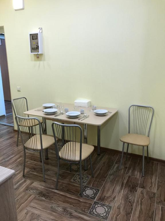 A restaurant or other place to eat at Hostel Yevropeyskiy