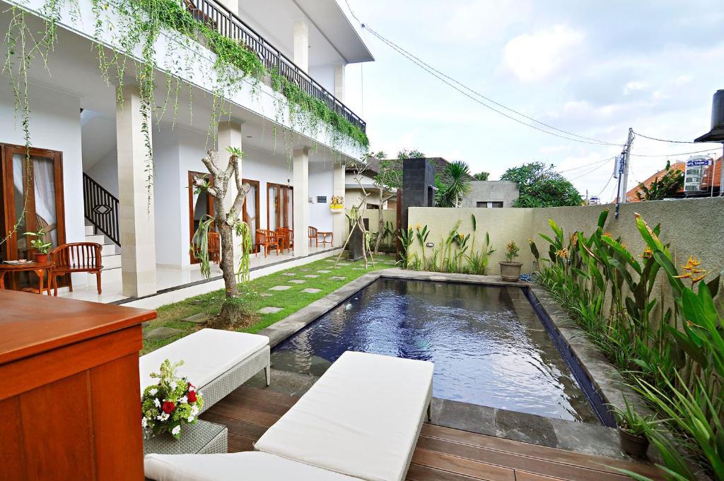 Piscine de l'établissement Happy Devi Guesthouse ou située à proximité