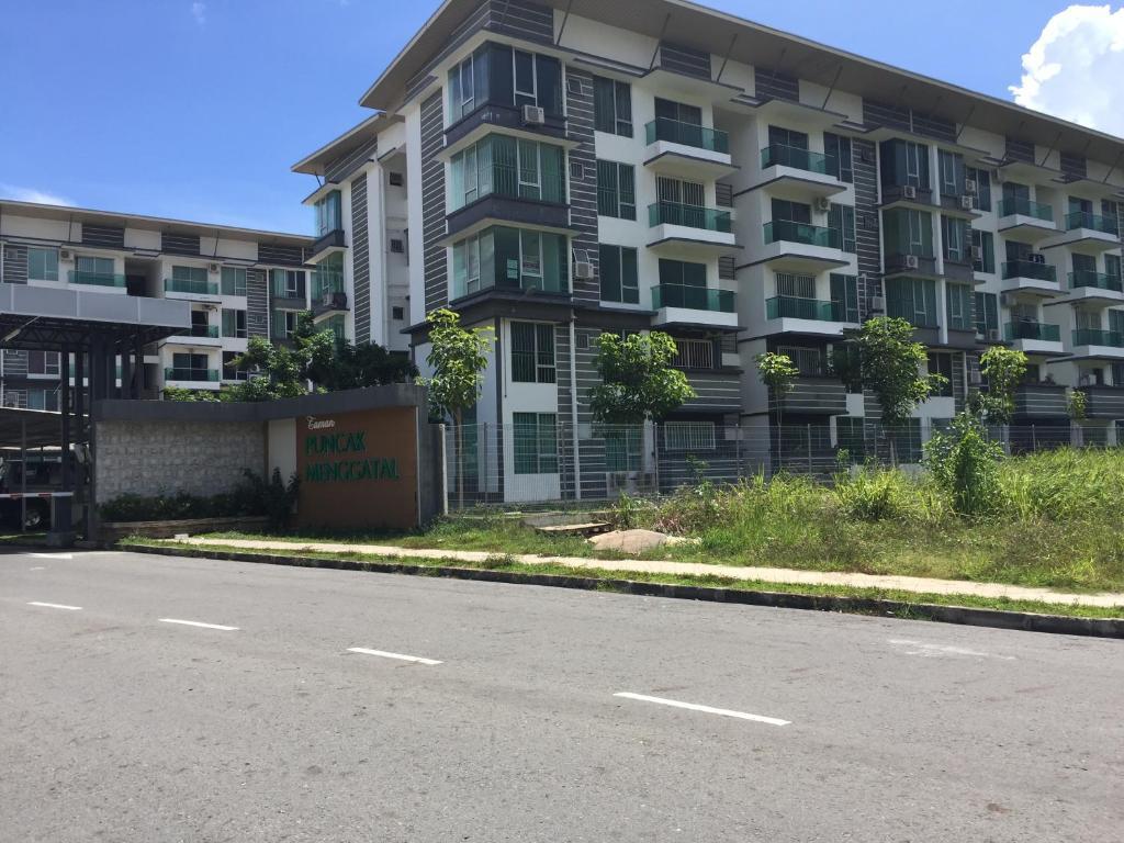 Menggatal Height Apartment