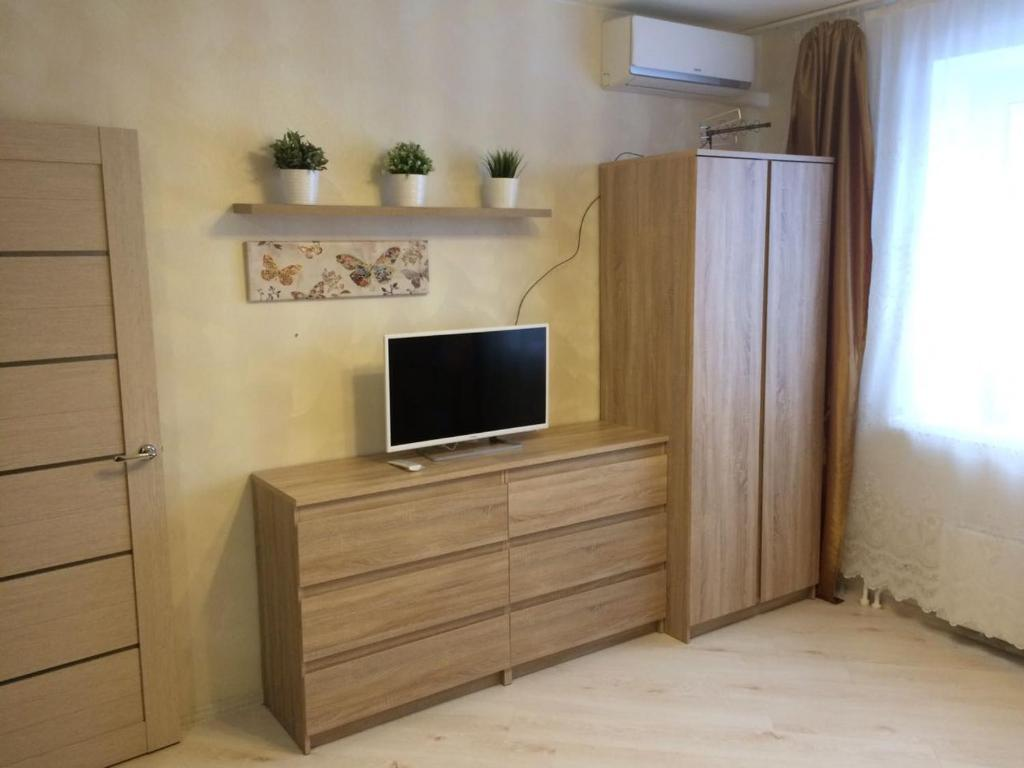 A television and/or entertainment centre at Апартаменты Пушкино