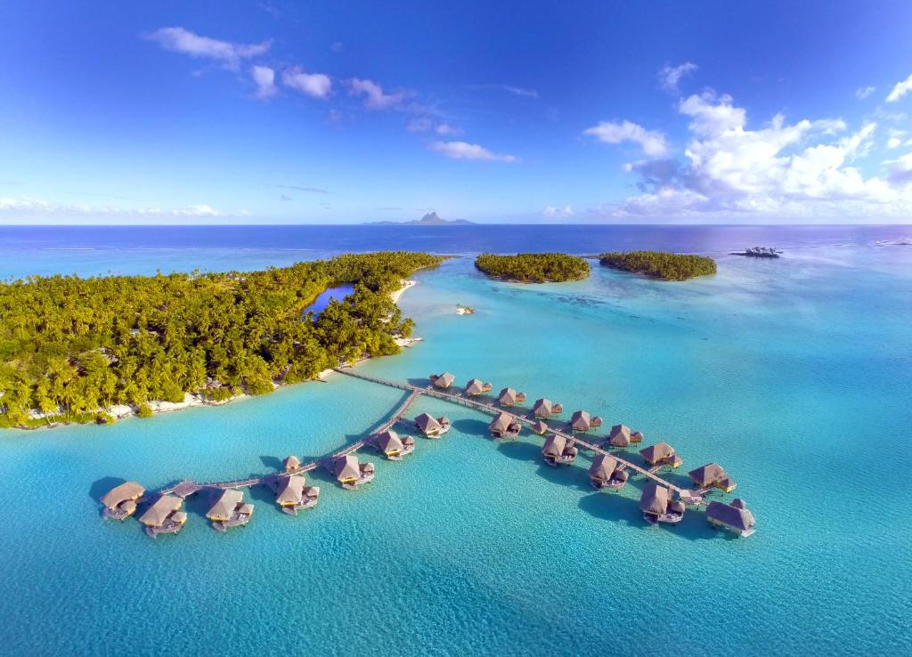 A bird's-eye view of Le Taha'a Island Resort & Spa