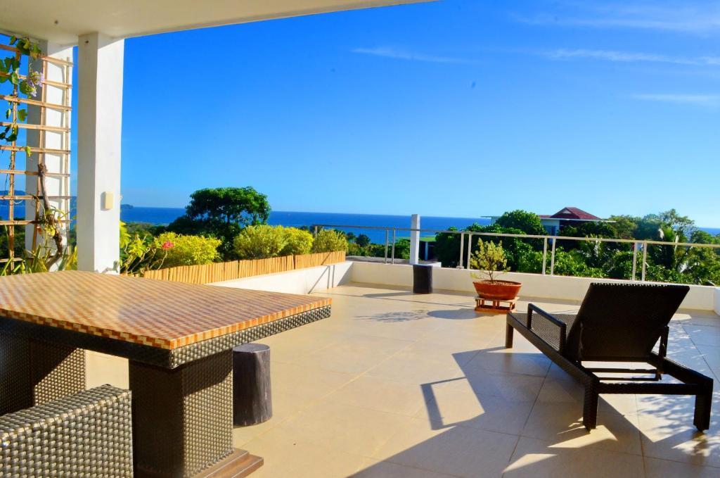 A balcony or terrace at Shambala Terraces - Boracay Apartments