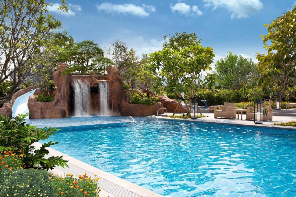 The swimming pool at or near MU Jiaoxi Hotel