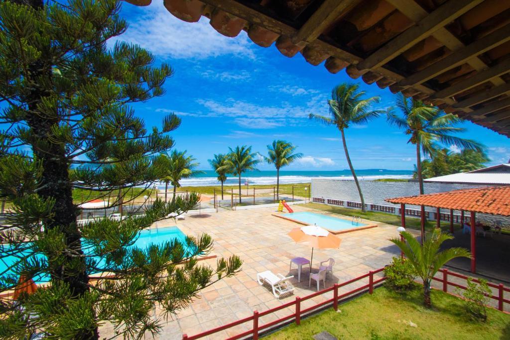 Uma vista da piscina em Guaibim Praia Hotel ou nos arredores