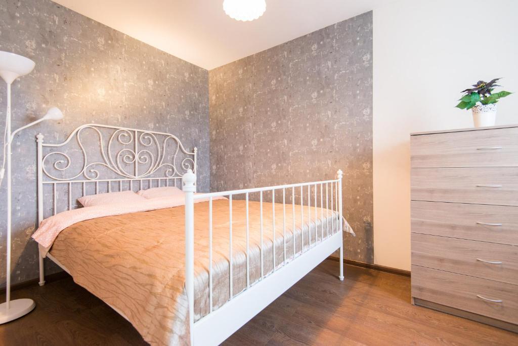 Кровать или кровати в номере Apartment Nezavisimosti 48