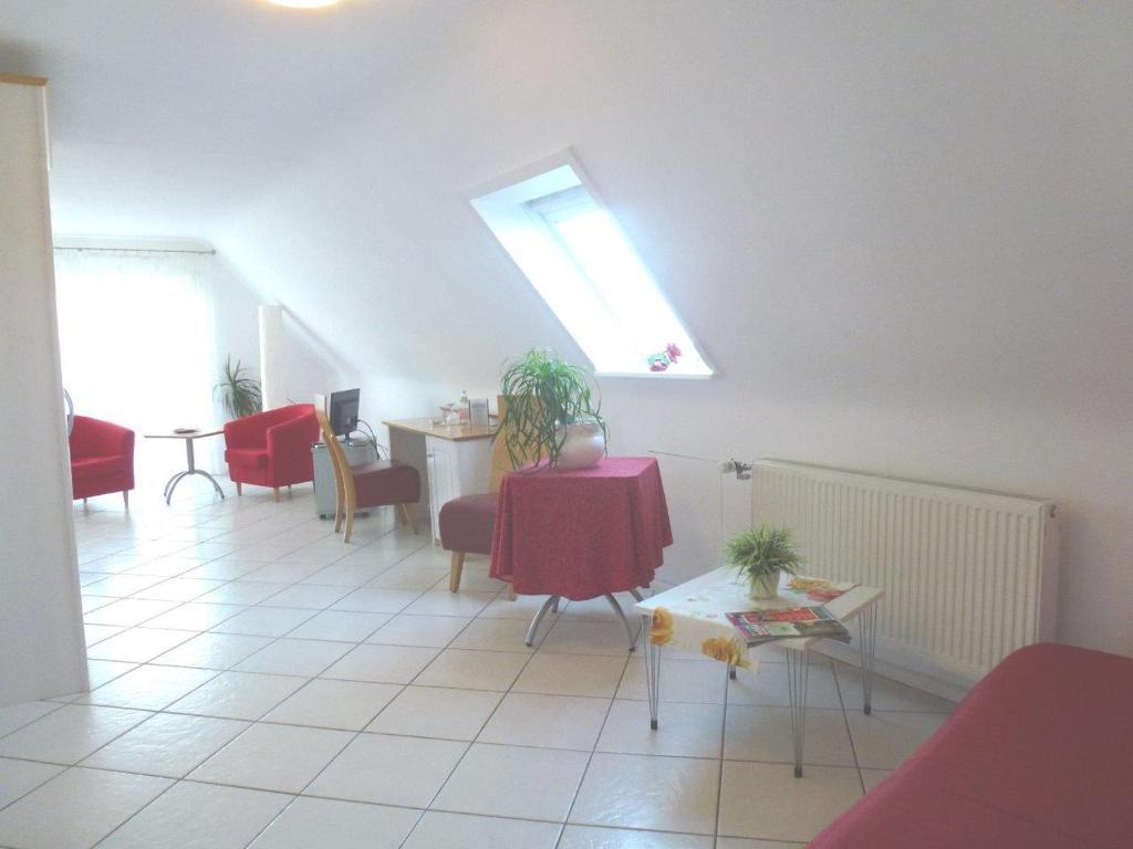 Ein Sitzbereich in der Unterkunft Landhotel Laube
