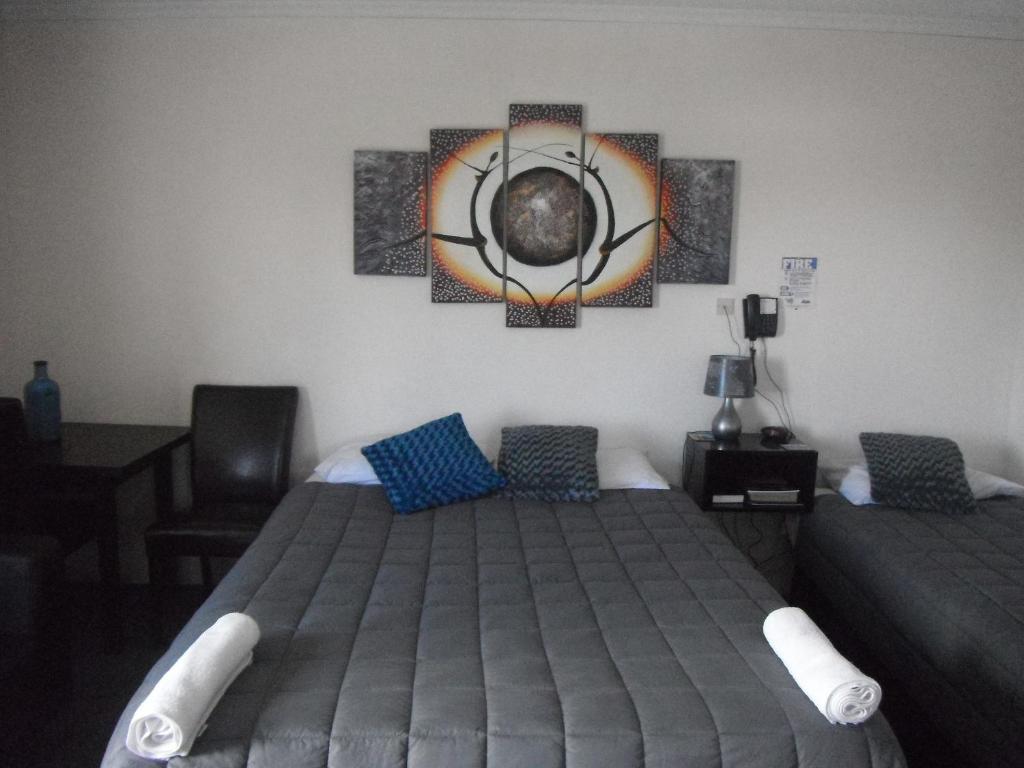 Gulta vai gultas numurā naktsmītnē Avalon Motels