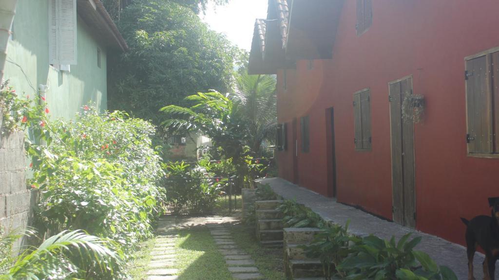 Um jardim em Chalés boiçucanga
