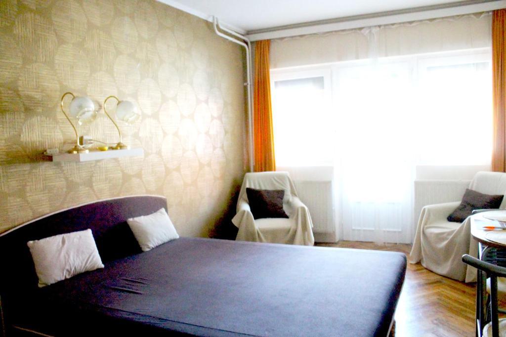A bed or beds in a room at Hangulat Vendégház / Apartman