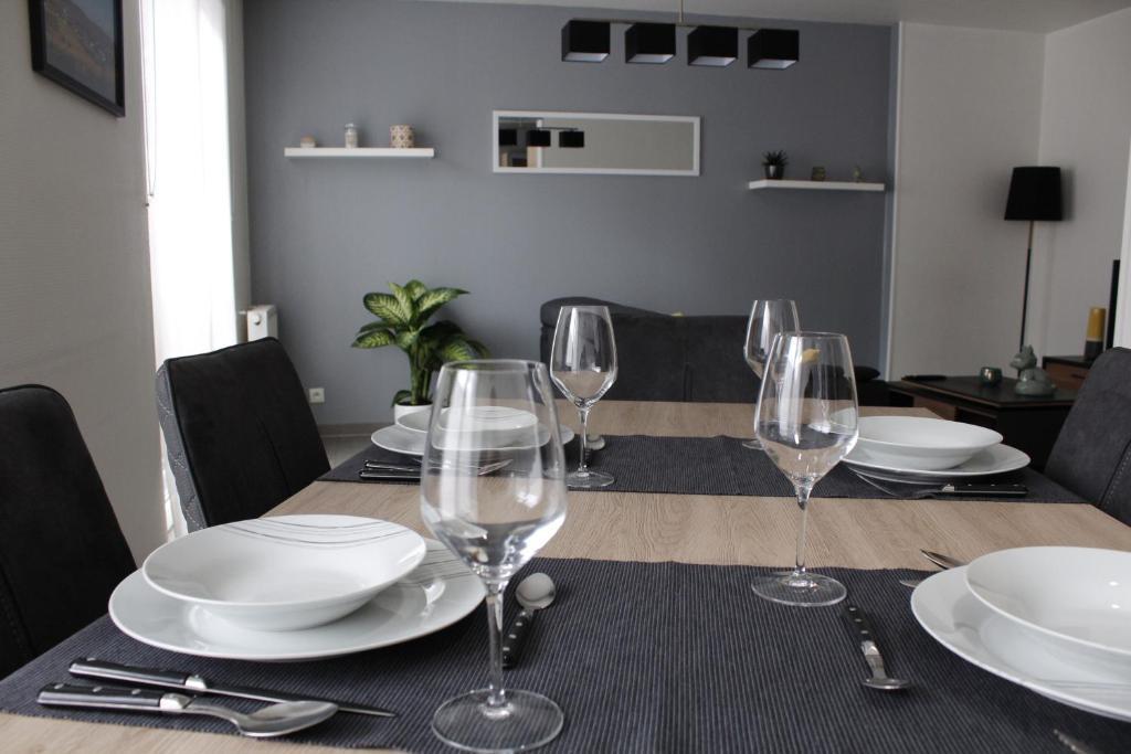 Ein Restaurant oder anderes Speiselokal in der Unterkunft Au nid de Colmar