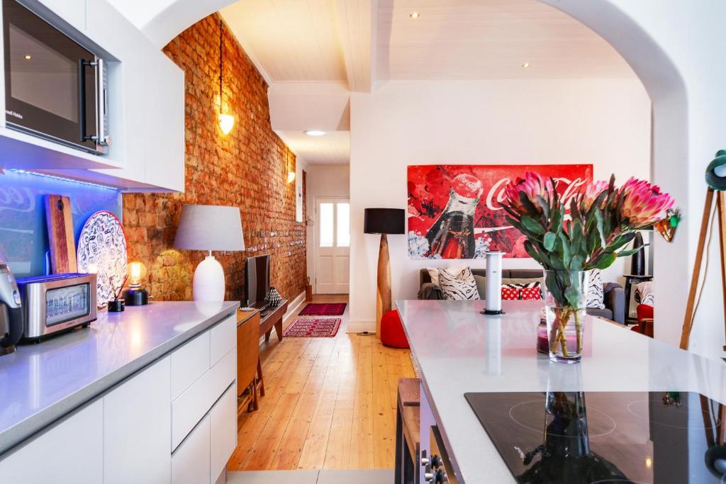 De Waterkant Cottage tesisinde mutfak veya mini mutfak