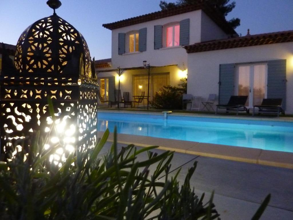 Der Swimmingpool an oder in der Nähe von L Olivadou B&B