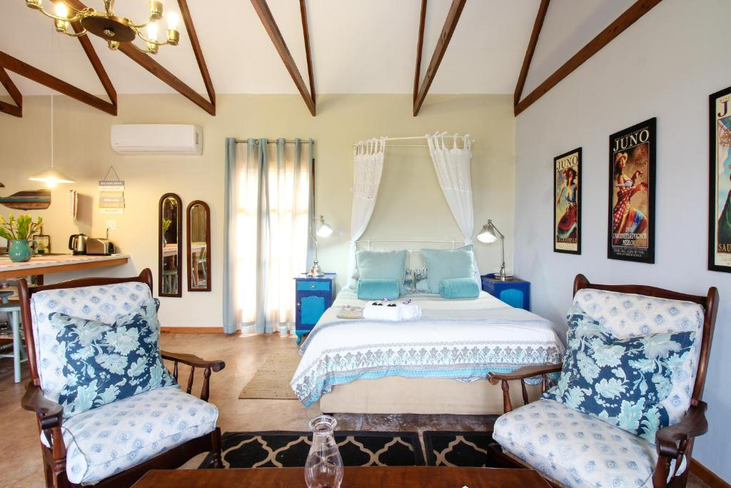 A bed or beds in a room at Lentelus Guesthouse