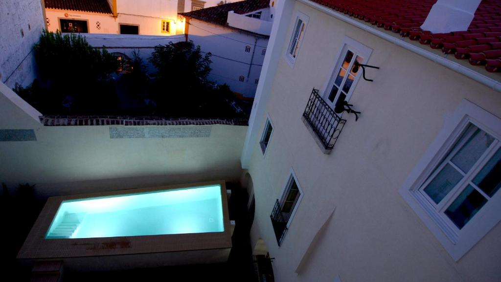 A view of the pool at Casa Morgado Esporao or nearby