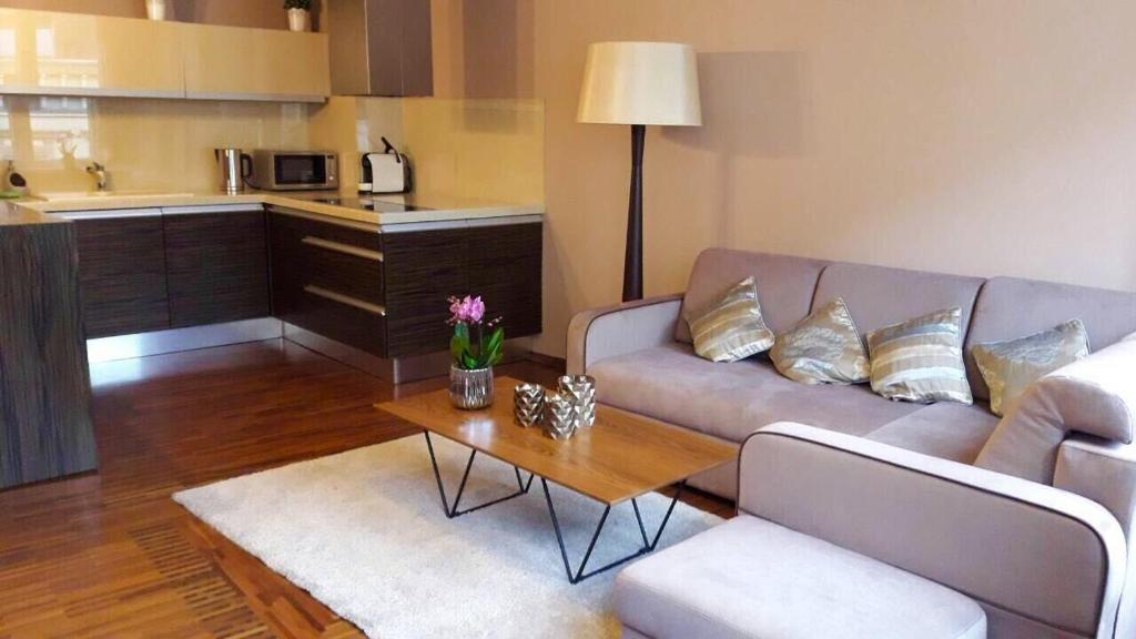 A seating area at City Center Apartment