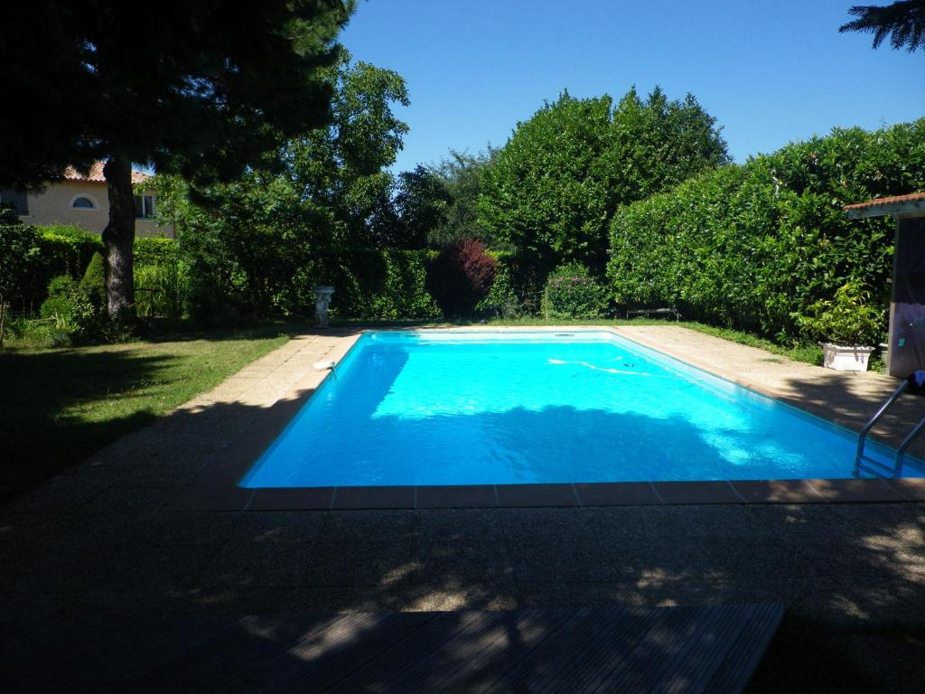 The swimming pool at or near Chambres d'Hôtes Mado et Lulu