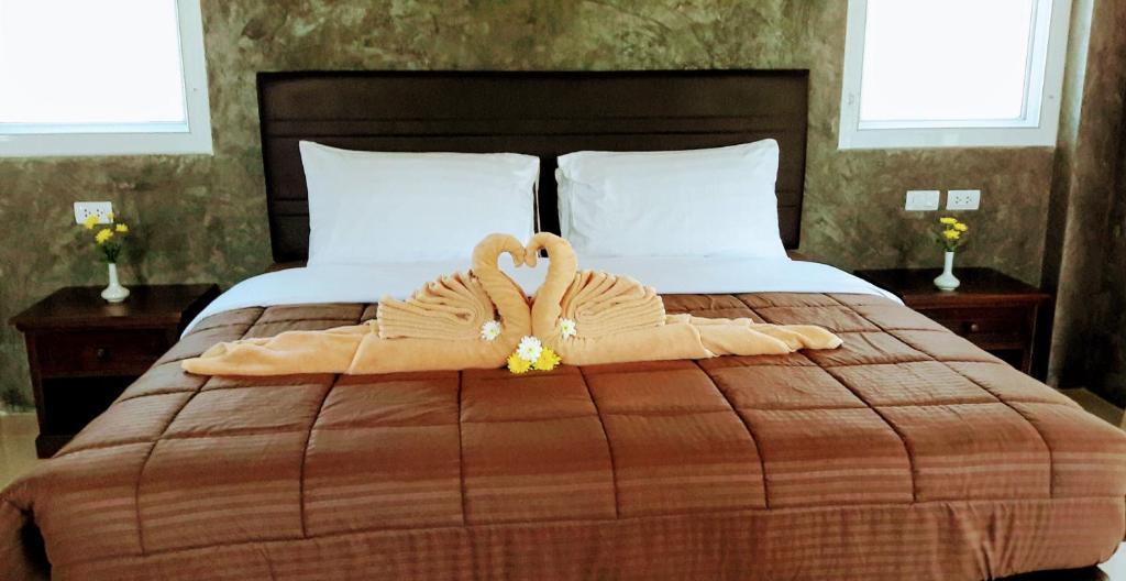 Кровать или кровати в номере Layan Natural Bungalow