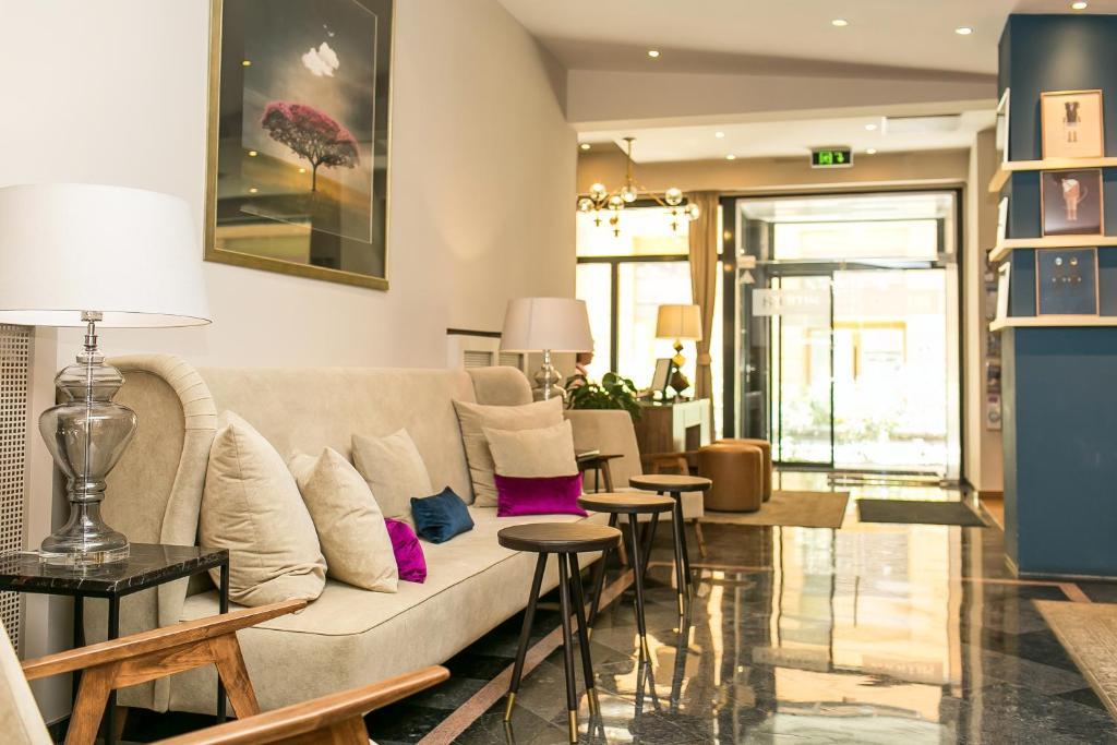 Ein Sitzbereich in der Unterkunft Ambra Hotel