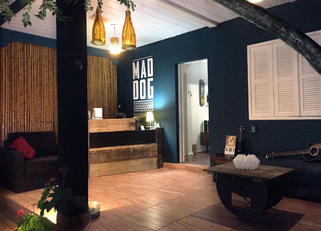 The lobby or reception area at Mad Dog Hostel