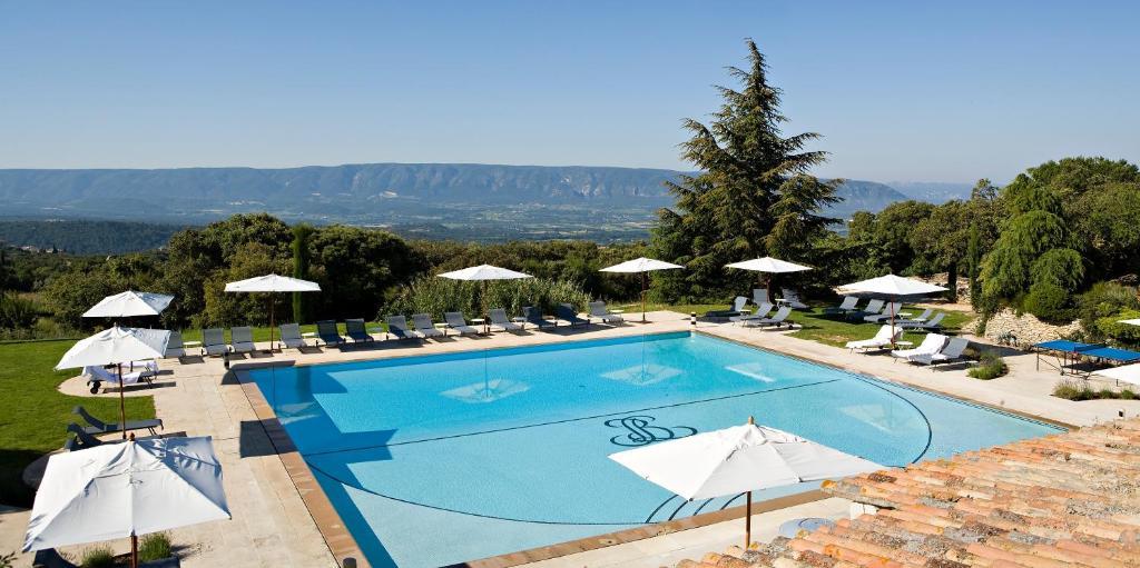 Pogled na bazen v nastanitvi Hotel Les Bories & Spa oz. v okolici