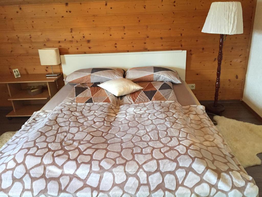 Ein Bett oder Betten in einem Zimmer der Unterkunft Ferienwohnung Adriana