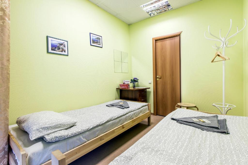 Кровать или кровати в номере Хостел Тихая Гавань