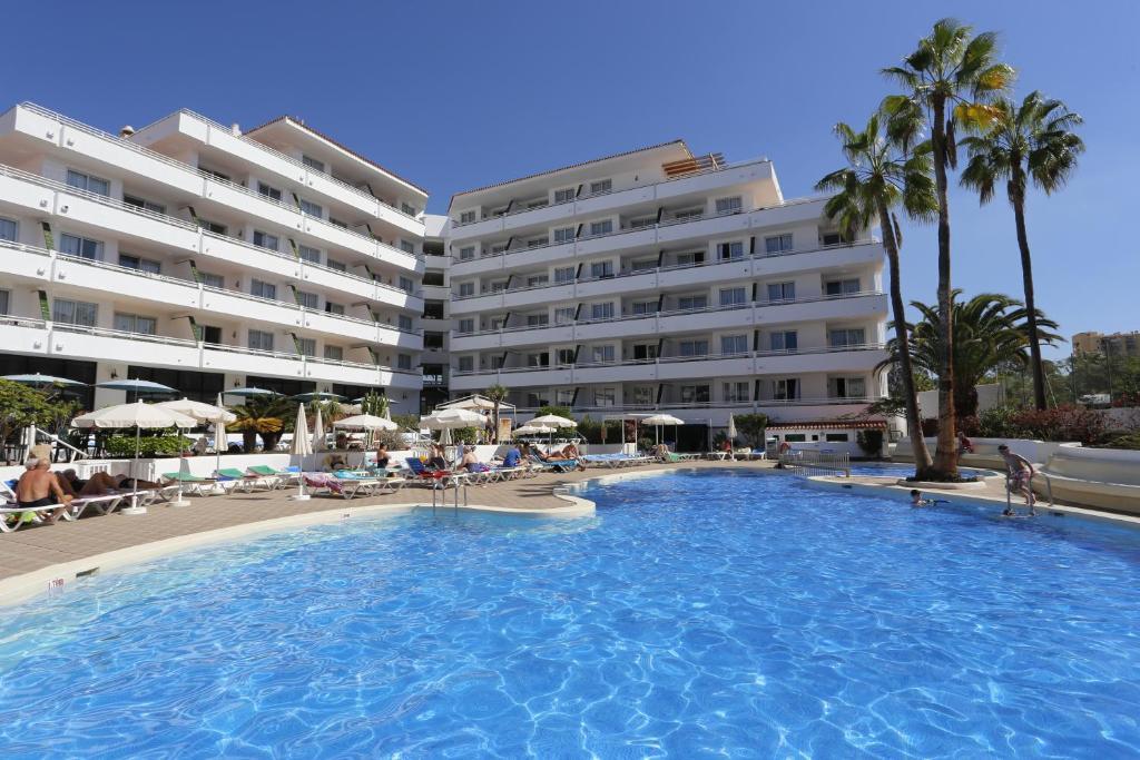 Het zwembad bij of vlak bij Hotel-Apartamentos Andorra