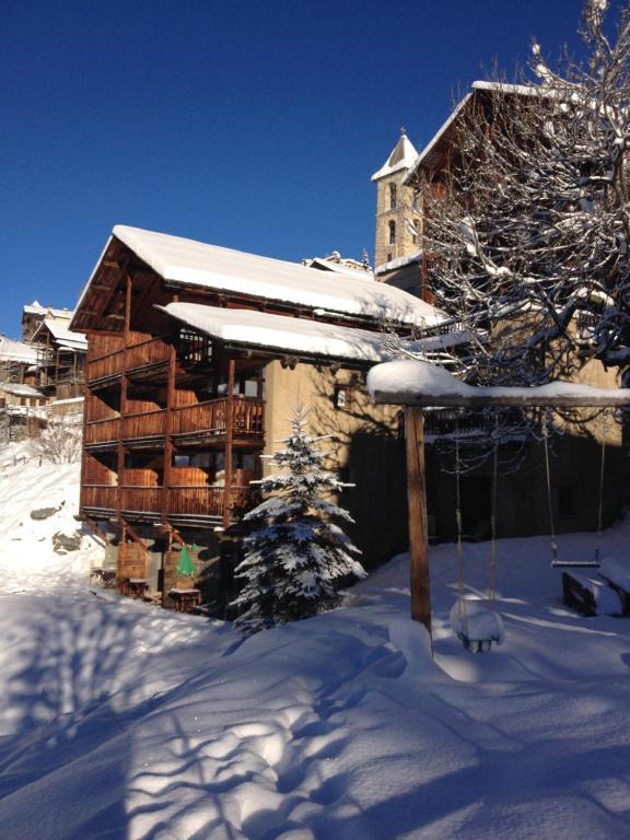 Les Chalets du Villard during the winter