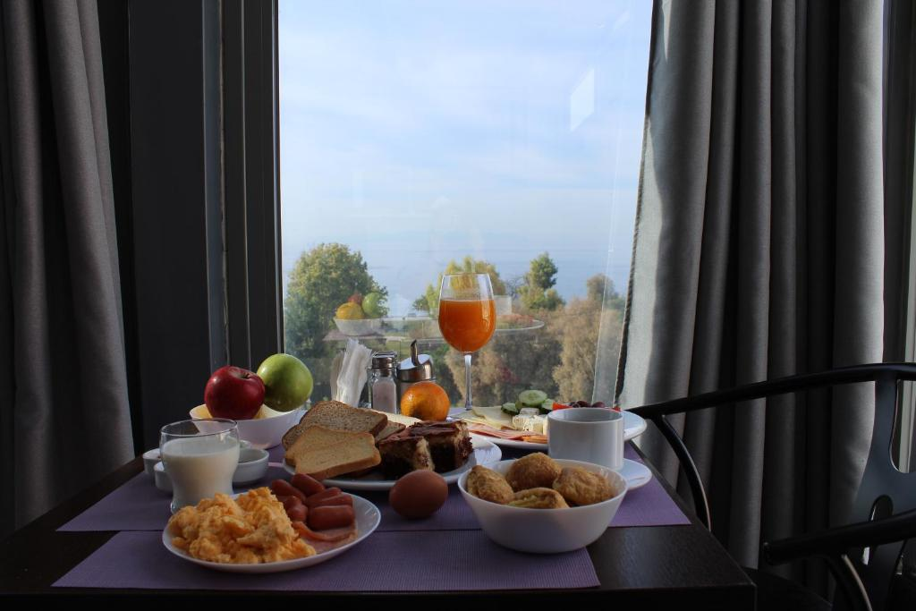 Breakfast options available to guests at Galaxy Hotel